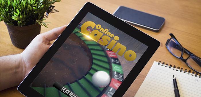 Mit dem Tablet in einem Online-Casino spielen